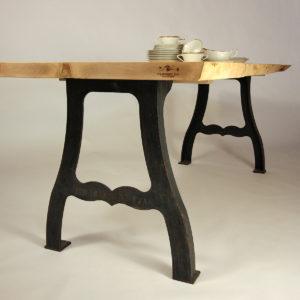 Bergahorn Esstisch mit Vintage Kufen